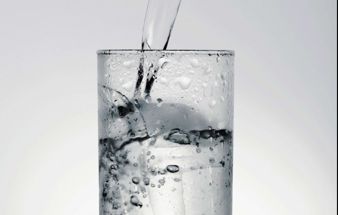 How to relieve back pain at work drink water